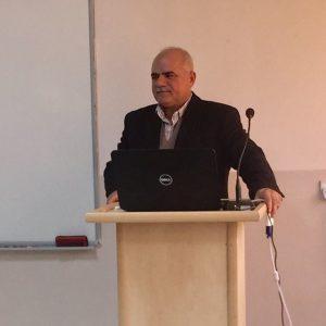 الدكتور غازي عثمان يلقي سيمنار