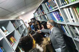 زيارة مكتبة الجامعة 4