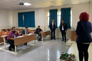 1 مناقشه مشاريع التخرج لطلبة المرحلة الرابعه