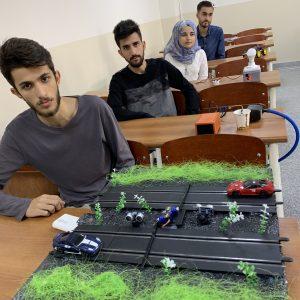 طلبة المرحلة الثانية في قسم هندسة الاتصالات يقيمون معرضا في مادة المتحكمات الدقيقة
